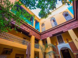 Medina social club, hostel in Fez
