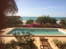 la villa sur la plage, guest house in Palmarin