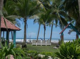 Pelican Beachfront Hotel, hotel en Esterillos Este