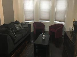 Cozy Apt, apartment in Queens