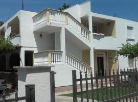 Apartments Avdic, hotel in Sutomore