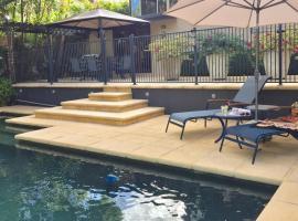 Eden Rest, hotel near Noosa Botanic Gardens, Cooroy