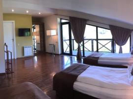 Park Village Hotel & Resort, отель в Цахкадзоре