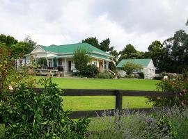 Brookwood Lodge, B&B in Auckland