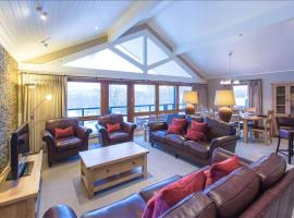 Cameron House Three Bedroom Detached Lodge L15, hotel in Balloch