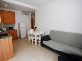 Apartaments Claudia, hotel near Reus Airport - REU,