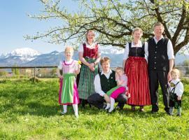 Zaißlhäusl Hof Gästezimmer, farm stay in Übersee