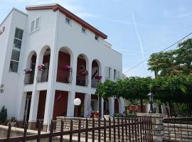 Villa Brekalo, hotel in Trogir