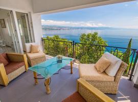 Luxury penthouse Prestige near the sea, hotel with jacuzzis in Opatija