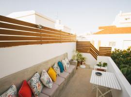 PTM DownTown Hostel&Suites, hotel cerca de TEMPO - Teatro Municipal de Portimão, Portimão