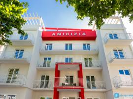 Hotel Amicizia, hotel in zona Stazione Ferroviaria di Rimini, Rimini