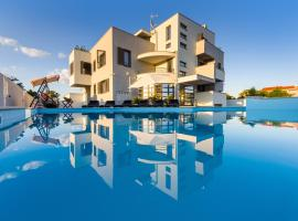 Apartments Menalo, hotel with pools in Zaton