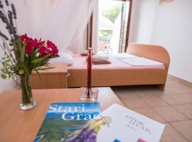 Apartments 1000 Flowers, apartmán v destinaci Stari Grad