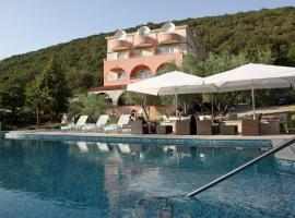 Hotel Carmen, hotel blizu znamenitosti Narodni park Brioni, Krnica