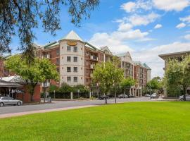 Spacious 4 BR and 2 Bathrooms City Apartment, apartment in Adelaide