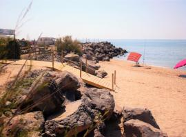 Camping le Roucan West, campground in Vias