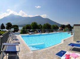 Camping Villaggio Paradiso, golf hotel in Domaso