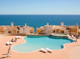 The View – Santo António Villas, Golf & Spa, hotel en Salema