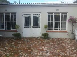 Dancer's Cottages, villa in Cape Town