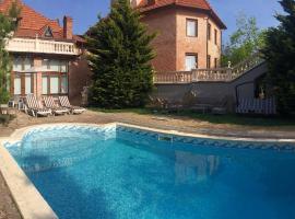 VIP Villa Riviera Pool & Beach, вілла в Одесі