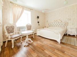 """Уютный отель """"Подснежник"""", hotel in Arshan"""