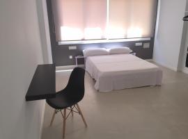SolRoom (plz. La Nogalera), hotel en Torremolinos