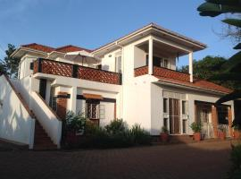 Alison & Dave's Guesthouse, B&B in Entebbe