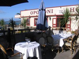 Opononi Hotel, hotel in Opononi