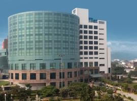 Savoy Suites Greater Noida, hotel in Greater Noida