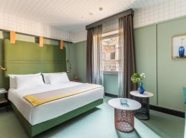 Room Mate Giulia, hotel u blizini znamenitosti 'Robna kuća Excelsior' u Milanu
