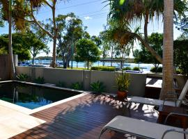 Noosa Water Views, hotel in Noosaville