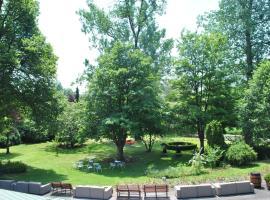 La Roseraie. Gaume-Ardenne-lacuisine sur Semois., hotel in Florenville