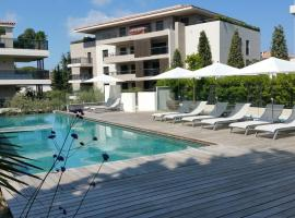Tropezienne Deluxe Apartment, hotel with jacuzzis in Saint-Tropez