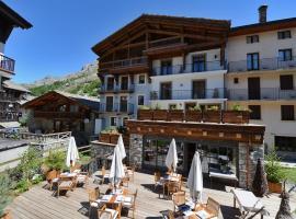 Maison de Famille les 5 Frères, Hotel in Val-d'Isère