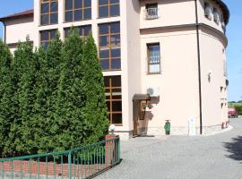 Hotel Oaza – hotel w pobliżu miejsca Moszna Castle w mieście Prudnik