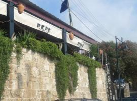 Byblos Fishing Club Guesthouse, guest house in Jbeil