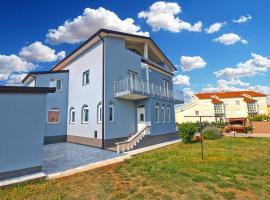 Apartments Dragica 1251, B&B in Fažana