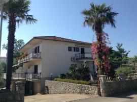 Apartmani Dujmović, hotel near St. Mary Magdalene Monastery in Porat, Malinska
