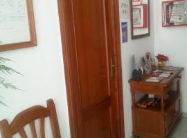Pensión Ciudad Navarro Ramos, habitación en casa particular en Granada