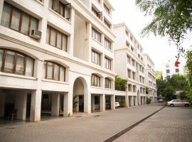 Hermitage Suites Koregaon Park Garden & Terrace Room, apartment in Pune