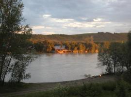 Загородный дом, отель в Рыбалке, рядом находится Озеро Ая