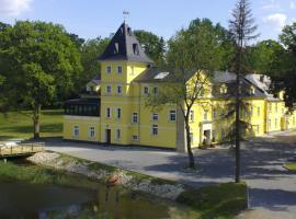 Pałac Lucja – hotel w pobliżu miejsca PKP Opole Główne w mieście Zakrzów