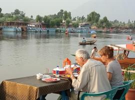 New Bombay Heritage Group of Houseboats, boat in Srinagar