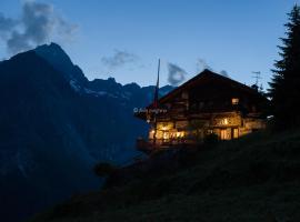 Rifugio Guide Frachey, hotel near Frachey - Alpe Ciarcerio funicolar, Saint Jacques