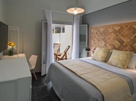 Meltemi Excelsior Suites, hotel in Perissa