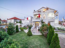 Apartments Lipic, hotel in Vodice