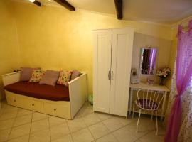 Warm Apartment for 4 Persons in Tivoli Town Center, hotel in Tivoli