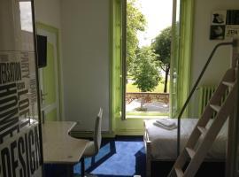 Hotel Couleurs Sud、シャルルヴィル・メジエールのホテル