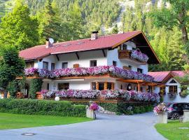 Gästehaus Almrausch, Ferienanlage mit Pool, Pension in Nassereith