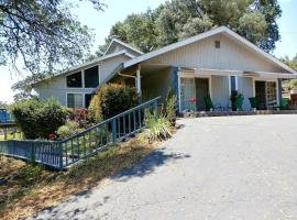NEW CHARMING 2 BEDROOMS UNIT CLOSE TO EVERYTHING, apartment in Oakhurst